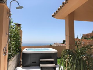 LUXURIOUS PENTHOUSE WITH JACUZZI AND SEAVIEW - 3 BEDROOMS