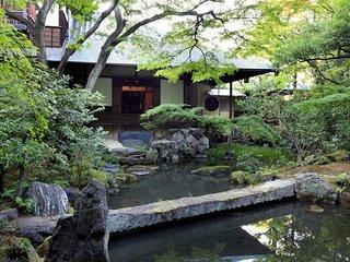 Private Villa with Tea Pavilion Garden x 2 Bedrooms x 2 Bathrooms x free parking
