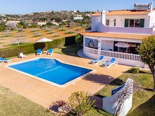 SESMARIAS Splendid Villa w/ large pool, garden, walk to beach, AC,WiFi