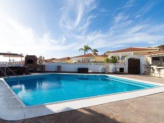 Attractive 4 Bedroom Villa. Private Heated Pool. Callao Salvaje.