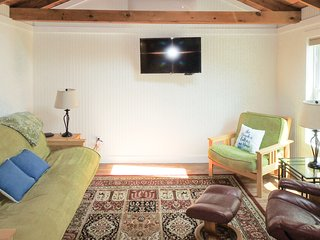 Dog-friendly cottage w/ shared pool & hot tub - close to beach & golf!