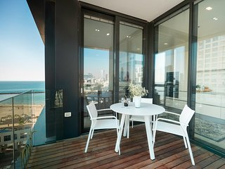Luxury Beachfront Apartment by Airsuite