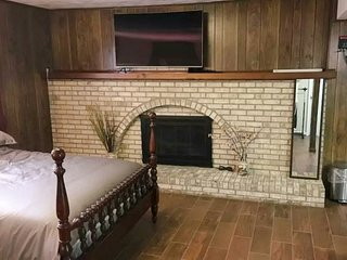 2 Bedroom Lower Level Home Near DC and Univ of MD