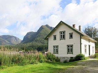 Elvehuset (FJS075)