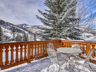 Gorgeous ski-in/ski-out home w/private hot tub/grill/great views. Dog-friendly!