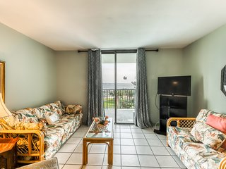 Bright condo w/ lagoon view & shared pools/hot tub/tennis/beach access!