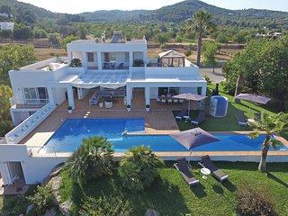 Montecristo Villa Sleeps 14 with Pool and Air Con - 5770974