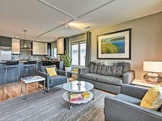 Modern Douglas Pad w/ Fireplace - Oval Beach 2 Mi!