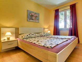 Apartments Ližnjan