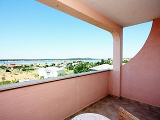 Barbat Apartment Sleeps 5 with Air Con and WiFi - 5463810