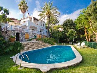 Lloret de Mar Villa Sleeps 6 with Pool and Free WiFi - 5509383
