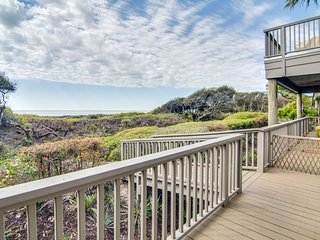 First floor oceanview villa with private deck - steps away from the beach!