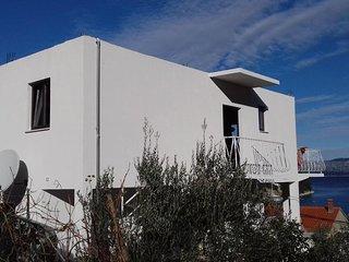 Prozura Apartment Sleeps 4 with Air Con - 5463606