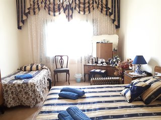 Imgarr Holiday Home Sleeps 3 with Pool Air Con and WiFi - 5677143