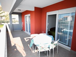 Duce Apartment Sleeps 6 with Air Con and WiFi - 5464117