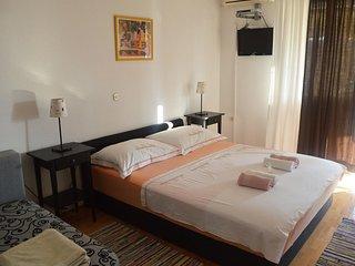 Makarska Apartment Sleeps 5 with Air Con - 5470456