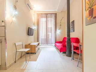 Madrid Apartment Sleeps 4 with Air Con and WiFi - 5676956