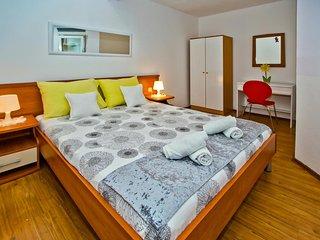Hvar Apartment Sleeps 4 with Air Con - 5464732