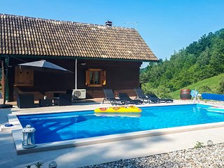 Awesome home in Krapinske Toplice w/ Outdoor swimming pool, WiFi and 2 Bedrooms