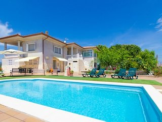 Franciac Villa Sleeps 10 with Pool and Free WiFi - 5509540