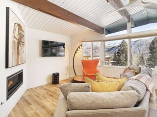 Warm And Inviting Aspen Mountain Ski-in/Out Retreat With Beautiful Decor, Free P