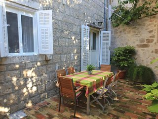 Cavtat Holiday Home Sleeps 6 with Air Con and WiFi - 5579597
