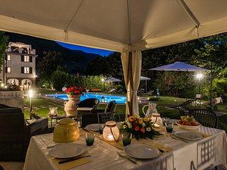 Sant'Andrea di Compito Villa Sleeps 10 with Pool Air Con and WiFi - 5637529