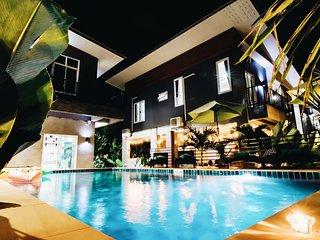 Villa Rajapruek 3 houses combine Pool Villa and breakfast.