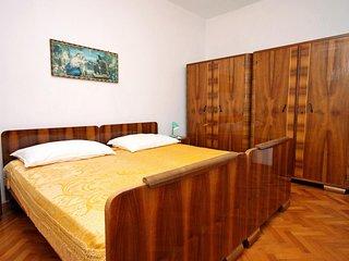 Kolan Apartment Sleeps 5 with Air Con - 5465776