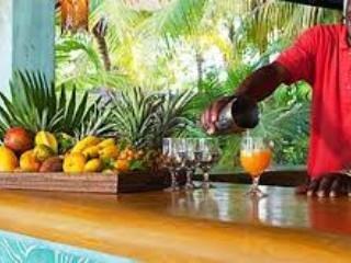 Goditi una giornata in spiaggia a Idle Awhile per colazione e pranzo nel patio
