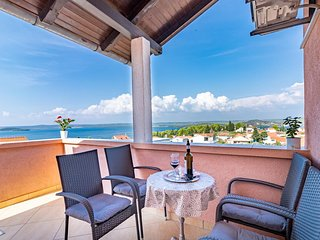 Bilice Apartment Sleeps 6 with Air Con - 5471939