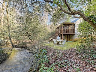 Recently remodeled, creekside cabin w/ hot tub, Jacuzzi, & wooded view! Dogs ok!