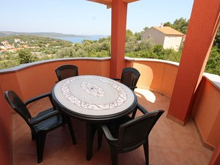 Bozava Apartment Sleeps 6 with Air Con - 5467903