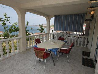 Kolan Apartment Sleeps 4 with Air Con - 5465954