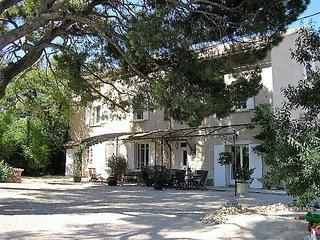 Gîte de charme Provence 3 chambres, terrasses, piscine, parc