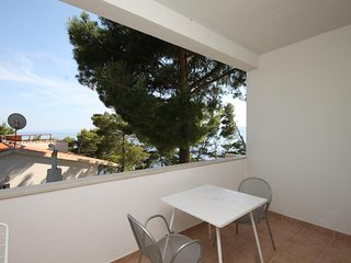 Carevici Apartment Sleeps 6 with Air Con and WiFi - 5466426