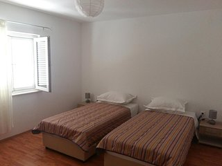 Dubrava Apartment Sleeps 3 with Air Con and WiFi - 5470611