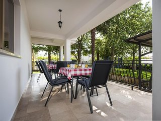 Rovinj Apartment Sleeps 4 with Air Con - 5467026