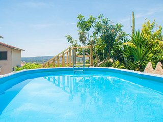 El Vendrell Villa Sleeps 6 with Pool and Free WiFi - 5509275
