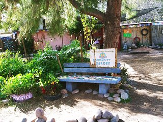 Enchanted Forest Community - Stay in our urban eco agriculture permaculture lab.