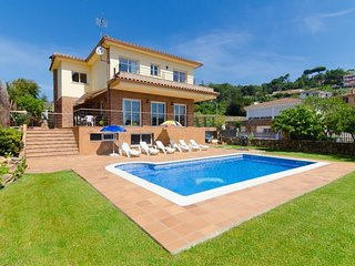 Sant Genis de Palafolls Villa Sleeps 8 with Pool and Free WiFi - 5509424