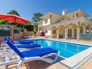 Lloret de Mar Villa Sleeps 8 with Pool and WiFi - 5509354