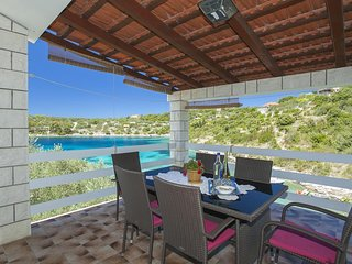 Vela Luka Holiday Home Sleeps 10 with Air Con and WiFi - 5469346