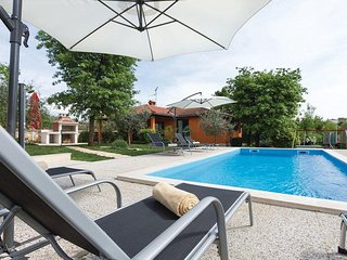 Sveti Lovrec Pazenaticki Holiday Home Sleeps 6 with Pool and Air Con - 5491214