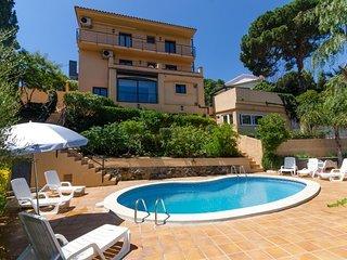 Lloret de Mar Villa Sleeps 12 with Pool Air Con and Free WiFi - 5508955