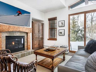 Cozy Avon Condo located across from Bear Lot. Enjoy Hot Tub, Pool, and Gym!