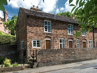 Carpenters Row Ironbridge - Comfortable, Spacious, 2 Beds, 2 Bathrooms, Parking