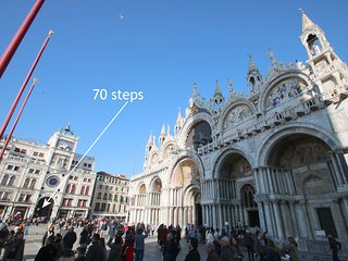 ALVISE • 70 steps to St. Mark's Square from an Elegant Apartment