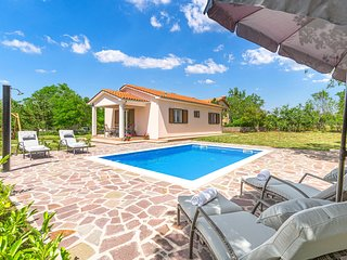 Stunning home in Trget w/ WiFi, 2 Bedrooms and Outdoor swimming pool (CIO207)