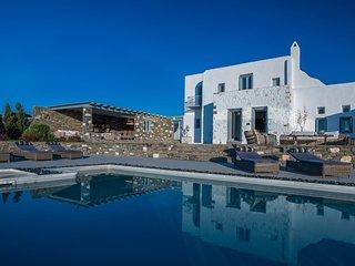Paros Villa Sleeps 15 with Pool and Air Con - 5478607